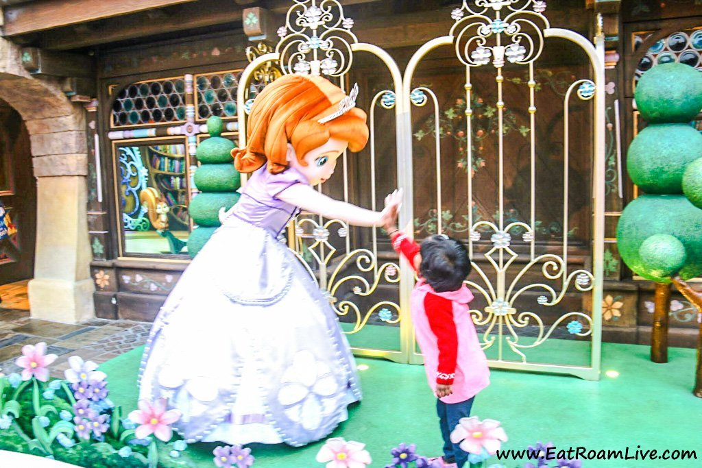 Meeting Sophia at Hong Kong Disney Land